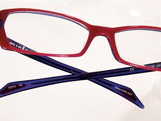 Brýle z drogerie jsou vhodné jen pro mizivé procento lidí, v každém případě je nutné jít k lékaři.