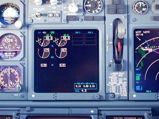 Kontrolky v kokpitu Boeingu 737