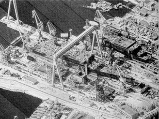 Družice KH 11 zachytila rozestavěnou sovětskou letadlovou loď v doku v Severodvinsku