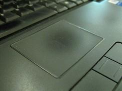 Tmavý touchpad - 6 měsíců používání