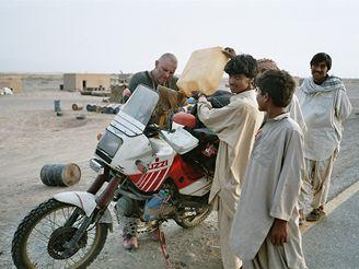 Motovýprava do Indie: Pakistánská benzinka