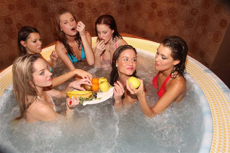 Finalistky Miss ČR 2008 na horách vyzkoušely i vířivku