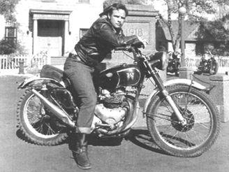 Marlon Brando na motorce