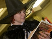 Zájemci o českou verzi knihy Harry Potter a Relikvie smrti si odnášejí první výtisky