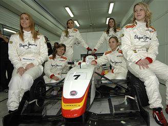 Lucie Panáčková testovala Formuli 3