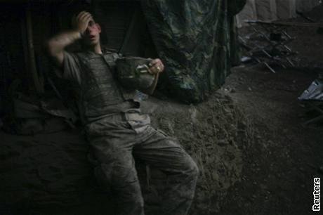 World Press Photo 2008 - vyčerpaný americký voják v Afghánistánu