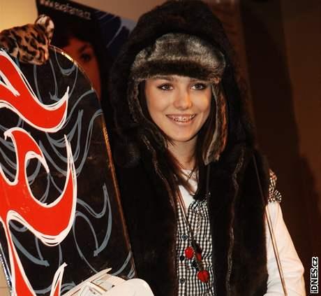 Ewa Farna na tiskové konferenci, kde převzala platinovou desku