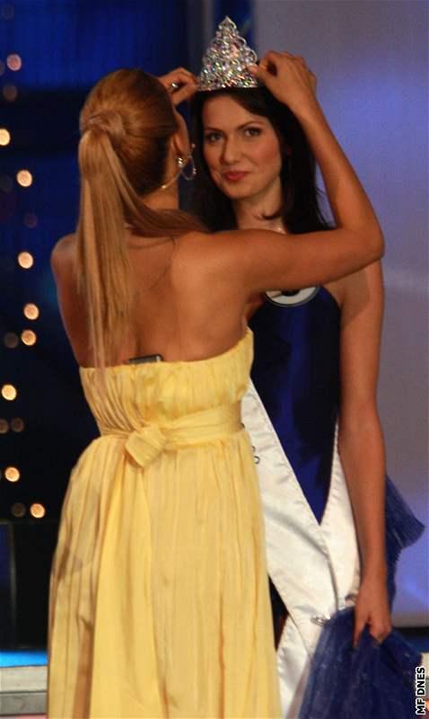 Supermodelka Petra Němcová korunuje Českou Miss 2008 Elišku Bučkovou