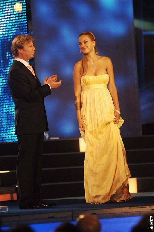 Moderátor Maroš Kramár a Petra Němcová na finále České Miss 2008