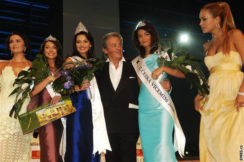 Alain Delon s vítězkami a Petrou Němcovou na finále České Miss 2008