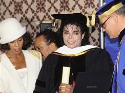 Michael Jackson a Whitney Houston při předávání doktorátu na Fisk University