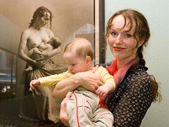 Sára Saudková se zatím nejmladším synem Janem
