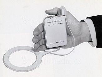 Starý model kardiostimulátoru