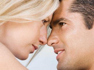 V jednotlivých fázích zamilovanosti zaplavují těla milenců rozdílné hormony.