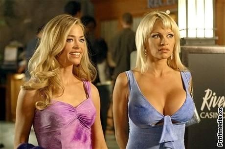 Blonde And Blonder - Denise Richards a Pamela Anderson