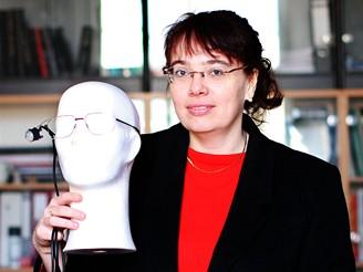 Ing. Marcela Fejtová se svým přístrojem I4Control