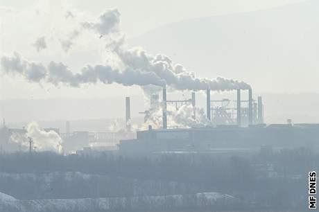 Kouřící komíny ostravského Mittalu