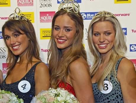 Novou Miss České republiky se stala dvacetiletá modelka z Karviné Zuzana Jandová (uprostřed). Titul první vicemiss si odnesla Zuzana Putnářová (vlevo) a druhou vicemiss porota zvolila Kristýnu Lebedovou (vpravo).