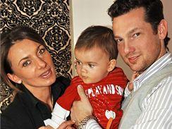 Alice Bendová s manželem a synem