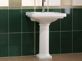 Koupelnám dominuje zlato a platina