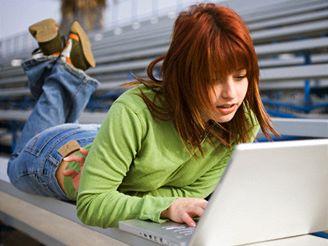 Studentka počítač