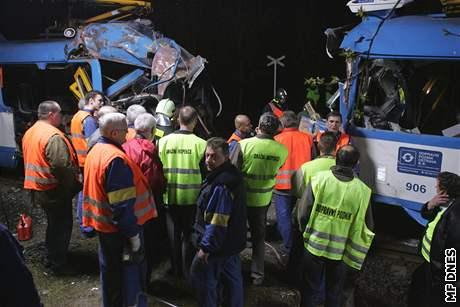 Odstraňování následků srážky tramvají