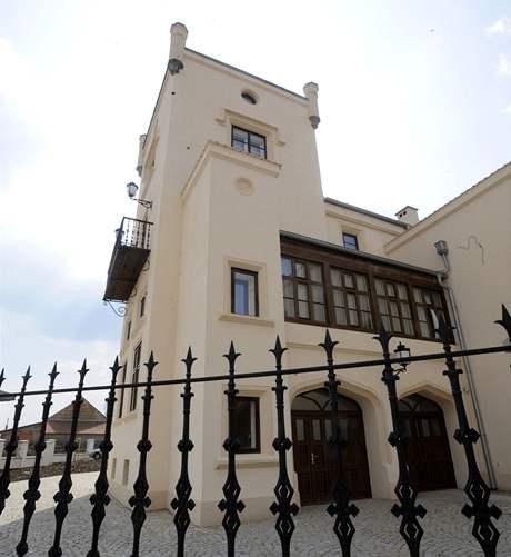 Zámek v obci Trnová u Jíloviště na Příbramsku