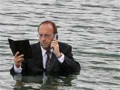 Máte vybitý mobil? Nevadí, stačí trochu vody!
