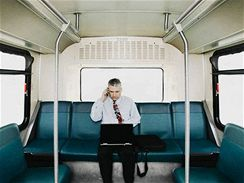 Mobilní telefon v autobuse