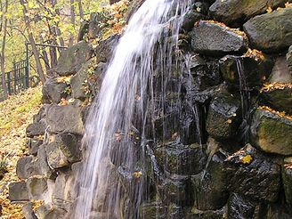 Vodopád v sadě Kinských v Praze