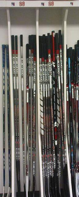 Hokejky hráčů New York Rangers