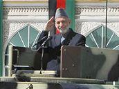 Afghánský prezident Hamíd Karzáí na vojenské přehlídce v Kábulu