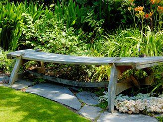Lavička - ozdoba zahrady