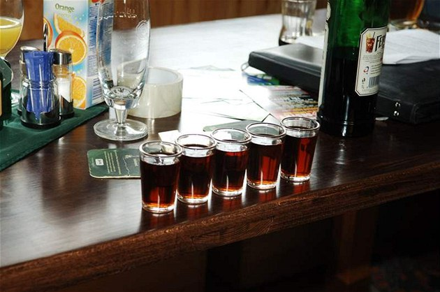 Lou Fanánek Hagen a T�i sestry se alkoholu rozhodn� ne�títili