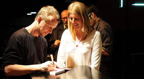 Martin Reiner podepisuje knihu Plachý milionář přichází