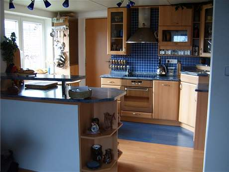 Kuchyňská linka v modrém