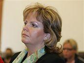Ředitelka Klokánku Ditta Pokorná u brněnského soudu (9.5.2008)