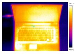 Rozložení tepla na notebooku při pokojové teplotě
