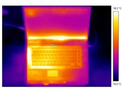 Rozložení tepla na notebooku při vysoké zátěži
