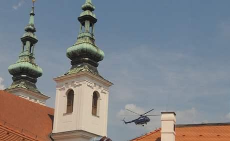 Helikoptéra manipulovala s nakládem v centru Brna