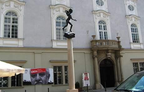 Mozartova socha od Kurta Gebauera před hudebním divadlem Reduta v Brně