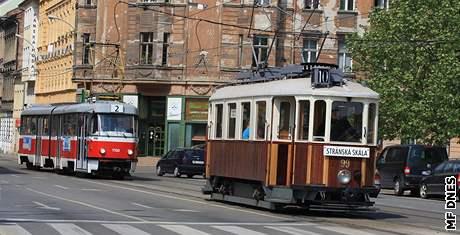 Na Stránskou skálu začala jezdit historická tramvaj