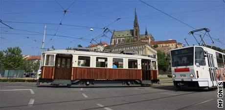 Na Stránskou skálu začala jezdit historická tramvaj s číslem 10