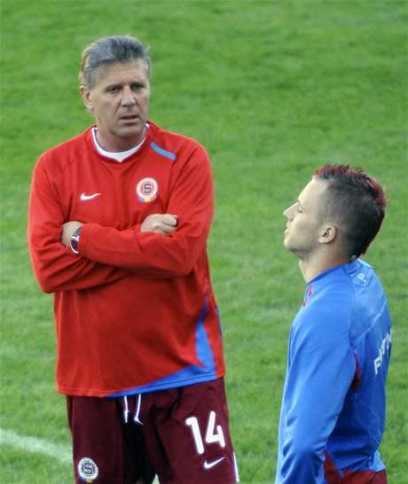 Josef Chovanec vede trénink.