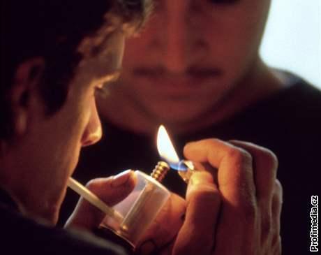 Cesta do náruče drog bývá snazší, než by se zdálo. Jak to vypadá, když se člověk snaží své závislosti zbavit?