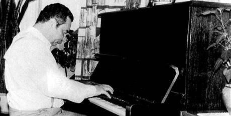 Menšík byl nadaný nejen herecky, ale i hudebně