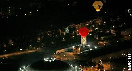 Noční start balonů z brněnského výstaviště