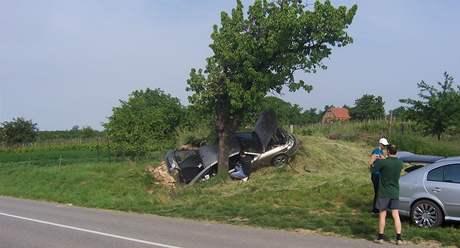 Auto na Hodonínsku narazilo do sklípku. Řidiči se nic nestalo