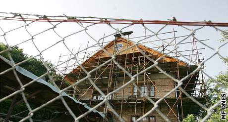 Dům s modlitebnou v brněnských Ivanovicích, který stavěly ženy zotročené Jiřím Adamem