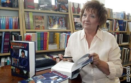 Jana Lorencová, autorka knihy Krvavé oleje - Můj přítel vrah; křest knihy v květnu 2006.
